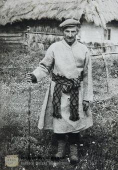 Mężczyzna w tradycyjnym stroju. Polesie Wołyńskie Wielka Głusza, Man in traditional dress, Wielka Glusza, Ukraine, 1970 - 1979