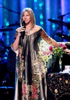 Barbra Streisand - Info zur Person mit Bilder, News & Links Jacqueline De Ribes, Barbara Streisand, Rock And Roll, Diahann Carroll, Brooklyn, Actrices Hollywood, Anne Bancroft, Star Wars, A Star Is Born