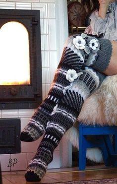 Crochet Slipper Boots, Knitted Slippers, Wool Socks, Crochet Slippers, Crochet Yarn, Fair Isle Knitting, Knitting Socks, Hand Knitting, Knitting Patterns