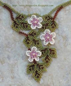 Delicate floral piece in Russian. good inspiration piece for simplicity and wearability. #seed #bead #tutorial