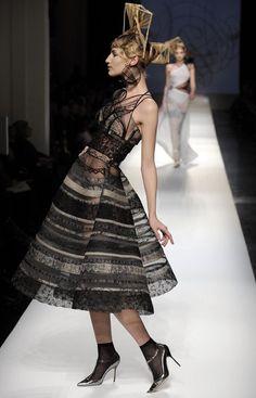 Image from http://www3.pictures.fp.zimbio.com/2009+Paris+Fashion+Week+Jean+Paul+Gaultier+2I4wH8Kt6Jjl.jpg.