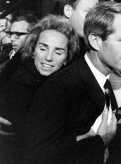 Robert F. Kennedy & Ethel Skakel Kennedy share a hug Los Kennedy, Ethel Kennedy, Robert Kennedy, Jacqueline Kennedy Onassis, Caroline Kennedy, Familia Kennedy, Greatest Presidents, American Spirit, Bobby