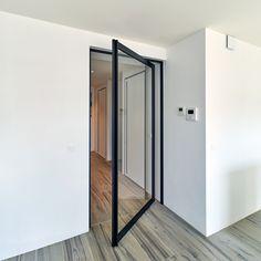 Stalen taatsdeur op maat van Anyway Doors zonder inbouwdelen in de vloer.