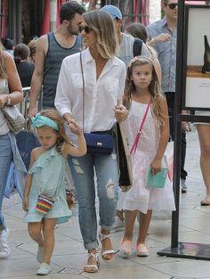 Jessica Alba Photos - Jessica Alba Takes Her Daughters Shopping At The Grove - Zimbio