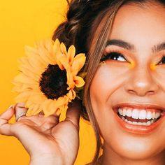 Creative Portrait Photography, Girl Photography Poses, Tumblr Photography, Creative Portraits, Sunflower Photography, Yellow Photography, Insta Photo Ideas, Girl Photo Poses, Aesthetic Photo