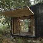 Outbuilding of the Week: The 186-Square-Foot Guest Cottage: Gardenista