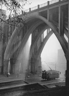 El viaducto que tantas noches hemos visto camino del Marula... | Francesc Catala Roca, 1950s