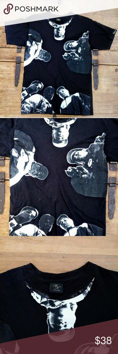Akomplice N.W.A VSOP Graphic Men's Tee This amazing graphic t-shirt from Akomplice Clothing VSOP is a huge score!  Features the hip hop group NWA (artwork from Straight Outta Compton).   High quality cotton crewneck tee with short sleeves.  Men's Medium Akomplice Shirts Tees - Short Sleeve