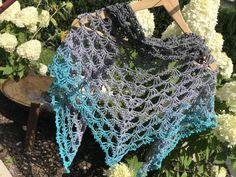 Gratis Häkelanleitung Stoff Queeny - My Crochet Knitting Websites, Knitting Blogs, Knitting Socks, Knitting Tutorials, Single Crochet Stitch, Basic Crochet Stitches, Crochet Patterns, Crochet Gratis, Free Crochet
