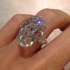 zekere_fashion's photo on Instagram I Love Jewelry, Fine Jewelry, Jewelry Design, Bijoux Art Deco, Schmuck Design, Ring Verlobung, Diamond Are A Girls Best Friend, Bling Bling, Beautiful Rings