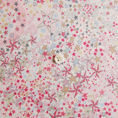L'introuvable liberty adelajda rose Shops, Couture Sewing, Liberty Print, Liberty Of London, Pretty Patterns, Fabric Patterns, Pattern Design, Creations, Backgrounds