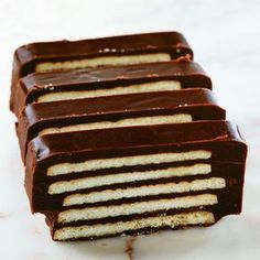 Recipe: The world& easiest biscuit cake - then there& friendliness- Opskrift: Verdens nemmeste kiksekage – så er der venindehygge Most of us remember the sweet and crunchy cookie … - Chocolate Pastry, Chocolate Recipes, Chocolate Cake, Cheap Clean Eating, Clean Eating Snacks, Danish Food, Biscuit Cake, Savoury Cake, Cake Recipes
