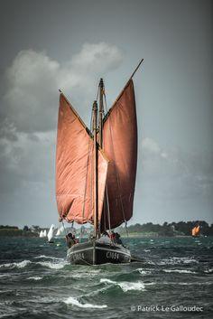 Voiles en ciseaux au vent arrière dans le Golfe du Morbihan (56) France