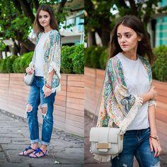 Sheinside Kimono, Zara T Shirt, H&M Bag, Stradivarius Bracelets, Sheinside Jeans, Shoespie Sandals