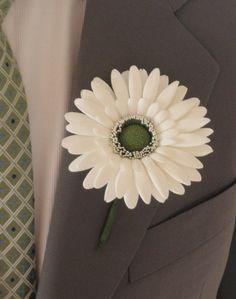 gerbera-daisy-boutonniere