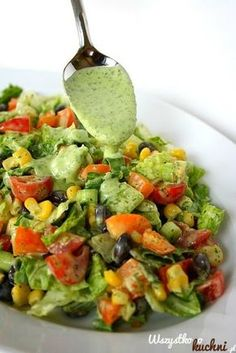 Pyszna salatka idealną do grillowanego mięsa...