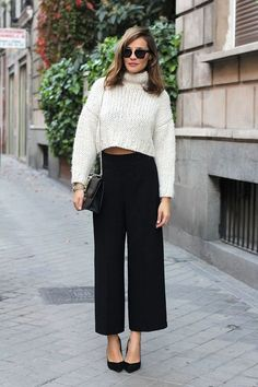 Take a look at the best black culottes in the photos below and get ideas for your own outfits! Black culottes with black ankle boots and long sleeved top Image source Light Blue Blazers, Light Blue Sweater, White Knit Sweater, Cropped Sweater, Sweater Skirt, Cropped Pants, Culotte Style, Rosa Pullover, High Waisted Culottes