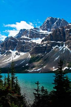 Bow Lake, Banff National Park, Canadian Rockies, Columbia Icefields Alberta