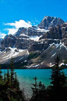Bow Lake, Banff National Park, Canadian Rockies, Columbia Icefields Alberta