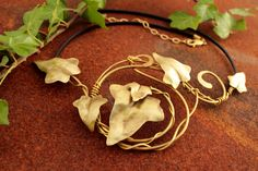 Ivy Leaves Brass Necklace, Hammered Brass Necklace, Elfic Jewelry, Greek Necklace, Ancient Style Jewelry, Fantasy Necklace de AshtartJewelry en Etsy