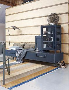 Combineer verschillende kasten met elkaar en creëer door ze dezelfde kleur te geven een persoonlijk meubel.