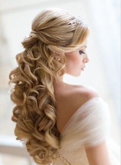 beautiful curly hair. princessy wedding hair