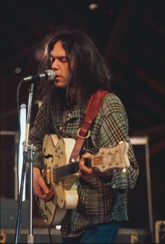 "rock-and-roll-will-never–die: "" quadropheniablues: "" Neil Young and his famous Gretsch White Falcon, the most beautiful guitar. Neil Young, Young Young, Rock Roll, Pop Rock, George Harrison, Music Icon, My Music, Beatles, Die Füchsin"