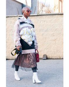 Good Morning #fashionistas ! (...today f cold in Milan ) #mfw #mfwreporter #milano #fashionweek #photojournalism #streetstyle #style #dslr #nikon #nikonitalia #styleblog #styleblogger #fashionblogger #fashionblogger #weather #white #streetphotography #milan #urbanstyle #milanofashionweek #italy #photographer