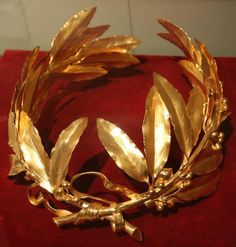 Laurel Wreath Coronation Crown of Emperor Napoleon I (replica), France (original crown: 1804; gold).