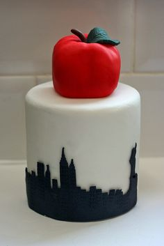 Big apple birthday cake for a New York City birthday party!!