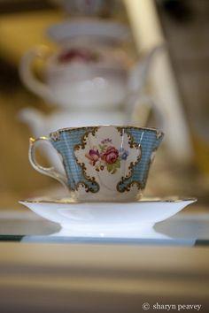 vintage tea cup , lovely isnt'it?