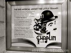 Uma peca onde o Chaplin entra mudo e nao sai calado. http://abrindoobico.com/2012/08/uma-peca-onde-o-chaplin-entra-mudo-e-nao-sai-calado/