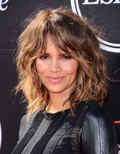 Halle Berry at the 2015 ESPY Awards. http://beautyeditor.ca/2015/07/18/espy-awards-2015