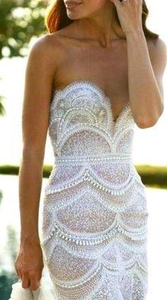 White Scallop detail on this fabulous dress <3