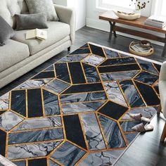 Nowoczesny dywan z kolekcji Horeca to produkt, który zachwyca nietuzinkowym designem, a jednocześnie jest praktyczny w codziennym użytkowaniu. Dzięki temu, że jest to dywan do prania w pralce, w każdej chwili można go w prosty sposób odświeżyć lub wyczyścić z zabrudzeń. Horeca to również dywan antypoślizgowy – nawet na śliskich panelach i płytkach pozostaje na swoim miejscu. Nie podwija się i nie przesuwa. Tym samym zapewnia komfort i bezpieczeństwo użytkowania. Rugs, Home Decor, Farmhouse Rugs, Decoration Home, Room Decor, Home Interior Design, Rug, Home Decoration, Interior Design