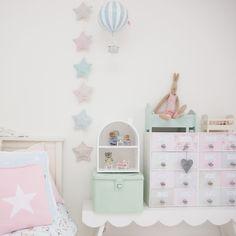 Girls room: stars, hot air balloon, pastel, heart, stars, gant, ikea, diy