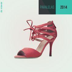 Já escolheu o sapato para usar no natal? Nossa dica é se inspirar na data e apostar em uma linda sandália vermelha! #SandáliaComTiras #natal #estilo