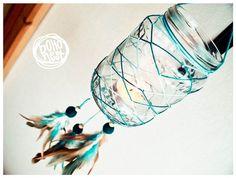 Glas Dream Catcher *** einzigartige Traumfänger mit Übergangsregelungen blau Web rund um das Glas mit bunten Federn verziert.  Bitte beachten Sie! Diese Bilder dienen der Veranschaulichung, kontaktieren Sie mich, wenn Sie eine einzigartige Glas-Traumfänger zu bestellen möchten und ich für Sie erstellt! Lassen Sie mich wissen, Ihre Farbe bevorzugt und ich werde mein Bestes tun, ein Armleuchter nur für Sie zu erstellen!  Diese einzigartige Wohnaccessoires kann große Kandelaber im Garten oder…
