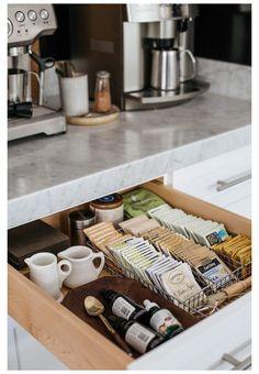 Diy Kitchen Decor, Kitchen Dinning, Cute Kitchen, Interior Design Kitchen, Kitchen Ideas, Awesome Kitchen, Eclectic Kitchen, Soup Kitchen, Design Bathroom