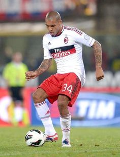 Nigel De Jong has landed at Linate and tomorrow will officially become a new AC