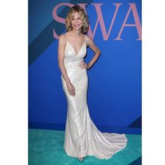 Meg Ryan wearing Christian Siriano makes a rare red carpet appearance at the CFDAs. : Shutterstock #wwdeye #wwdfashion  via WOMEN'S WEAR DAILY MAGAZINE OFFICIAL INSTAGRAM - Celebrity  Fashion  Haute Couture  Advertising  Culture  Beauty  Editorial Photography  Magazine Covers  Supermodels  Runway Models