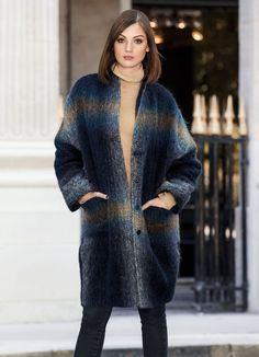 Weit geschnittener Mantel aus einer hochwertigen Wollmischung mit großen Karos von Elégance Paris. In loser Silhouette geschnitten ist er ein lässiger Begleiter für den Tag.