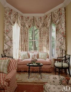 To create a cozy spot for reading in one of his client's houses in Washington, D. Browne tucked a sofa and Sheraton-style armchairs into the bay window of a living room. (October Bay window treatment of swags and side panels. English Cottage Style, English Country Style, Corner Window Treatments, Houston Living, English Interior, Cozy Nook, Cozy Corner, Interior Decorating, Interior Design