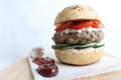 Home-burger (home made sourdough bread, beef burger, ricotta cheese and veggies) - Hamburger di lievito madre, hamburger, ricotta e verdure