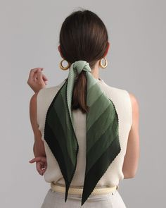 45 ways to style hair scarf, head scarf styles for short hair, how to wear a hair scarf ponytail, head scarf wrapping styles, hair scarf trend 2019 scarf hairstyles for long hair Moda Blog, Vetement Fashion, Paris Mode, Scarf Hairstyles, Nordic Style, Mode Outfits, Mode Inspiration, Fashion Inspiration, Mode Style