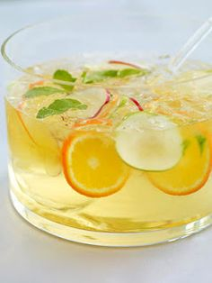 although my personal fave is my red sangria recipe, this white sangria recipe is pretty amazing too! the peaches, pears and citrus fruits. Party Drinks, Cocktail Drinks, Fun Drinks, Refreshing Drinks, Alcoholic Beverages, Red Sangria Recipes, Drink Recipes, Citrus Vodka, White Sangria