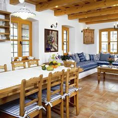 Note colour of beams - too yellow - wrong colour Interior Design Kitchen, Interior Decorating, Gray Painted Furniture, Muebles Living, Rustic Restaurant, Spanish Style Homes, Home Trends, Küchen Design, Cottage Homes