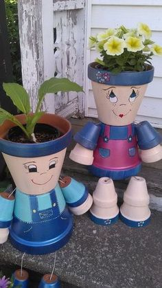 These are so cute clay pot people ! You can build these yourself and place them anywhere in your garden, put them on your deck, next to the BBQ, Flower Pot Art, Flower Pot Design, Clay Flower Pots, Flower Pot Crafts, Clay Pot Projects, Clay Pot Crafts, Diy Clay, Flower Pot People, Clay Pot People