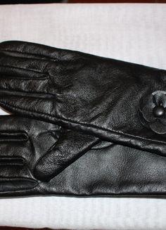 A vendre sur #vintedfrance ! http://www.vinted.fr/accessoires/gants/18722044-gants-noires-cuir-femme-fleur