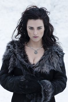 """Katie McGrath as Morgana in """"Merlin."""" This girl is gorgeous! Morgana Le Fay, Merlin Morgana, Jenna Coleman, Angel Coulby, Mode Sombre, Diana, Beautiful People, Beautiful Women, Moda Outfits"""